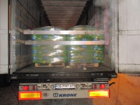В Курской области развернули большегруз с импортными семенами